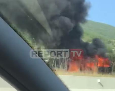E KISHTE MARRË ME QIRA/ Shoferit i digjet makina në mes të autostradës Tiranë-Elbasan