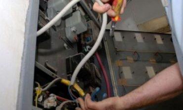 E RËNDË NË TIRANË/ Bie në kontakt me energjinë elektrike, 30 vjeçari...