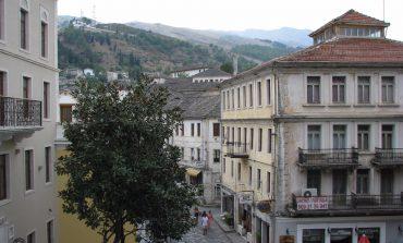 KOMENTET/ Turisti kroat për Gjirokastrën: Super vend me njerëz miqësor. Shqiptari: Shokuese... (FOTO)