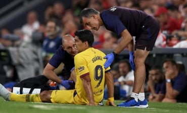"""PAS """"PLESHTIT""""/ Barcelona konfirmon dëmtimin për Suarez, ja sa do të mungojë"""