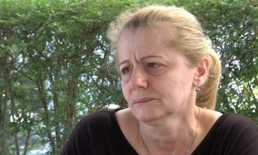 DJALI IU VRA NË DERË TË SHTËPISË/ Nëna e Marjo Majollarit mes lotësh: Sa të kem frymë... (VIDEO)