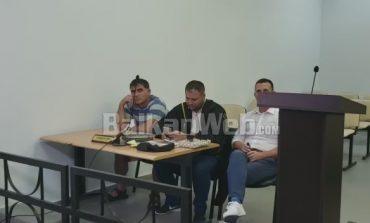 DHUNOI TURISTËT/ Pronari i lokalit para gjykatës: Xhamin e theva për tu mbajtur