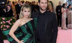''E DUA DHE DO VAZHDOJ TA DUA''/ Miley e lënduar flet për herë të parë pas vendimit të Liam për divorc (FOTO)