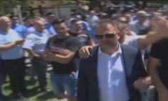 DALIN PAMJET/ Ja momenti kur protestuesit godasin Tom Doshin dhe këshilltarët e PS