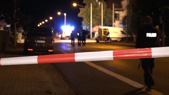 TRAGJIKE/ Shqiptarët qëllohen me armë zjarri në trotuar nga një makinë në lëvizje, njëri vdes (EMRI)