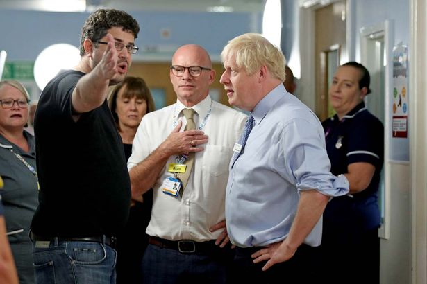 """""""VAJZA IME GATI VDIQ DJE""""/ Boris Johnson përballet me të papriturën në spitalin e Londrës"""