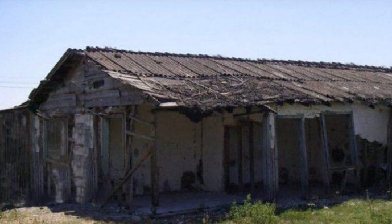 TMERRI I KOMUNIZMIT/ 4 familje të internuara në një dhomë, nuk shtrinin dot as këmbët