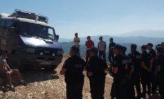 NDALEN GURORET/ Policia rrethon malin e Tomorrit