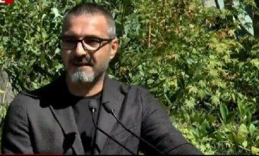 """""""E VËRTETA E PËRGJIMEVE QË...""""/ Saimir Tahiri: Nuk hyj tek njerëzit që mbaj letra në xhep për të kërcenuar"""