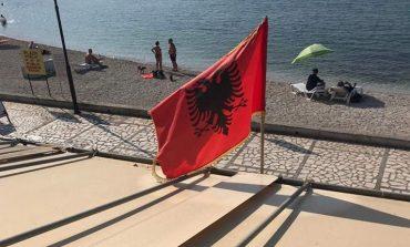 FOTO E DITËS/ Rrezet e shtatorit në Sarandë dhe flamuri shqiptar!