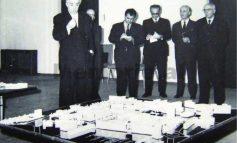 FOTOT E RRALLA/ Kur Enveri me Spiro Kolekën dhe Byronë Politike debatonin me tone të larta para maketit të qëndrës së Tiranës