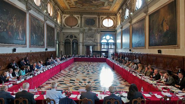 KOMISIONI I VENECIAS ZBARKON NË TIRANË/ Zbardhet axhenda e takimeve në Kuvend