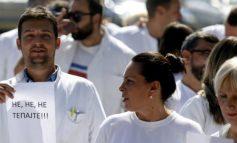 """""""MOS NA RRIHNI""""/ Mjekët """"pushtojnë"""" rrugët e Shkupit"""