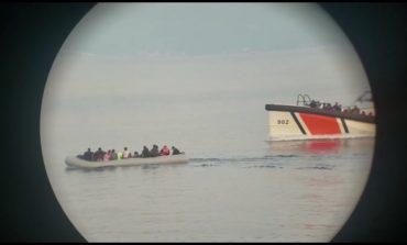 E FUNDIT/ Anija shqiptare shpëton 111 emigrantë në detin Egje (VIDEO)