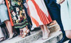 VJESHTË 2019/ Ja fustanet që nuk duhet ti mungojnë garderobës tuaj (FOTO)