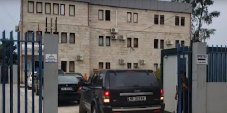"""VIJON """"FURTUNA""""/ Shkarkohen 4 juristë në Kadastrën e Vlorës (FOTO)"""