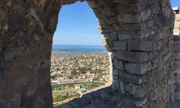 KOMENTET/ Pushuesit e huaj DASHUROHEN me kalanë e Lezhës: Një pamje fantastike me... (FOTO)