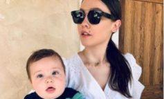 ''JAM MAMA MË LINI TË JEM PATETIKE''/ Jona Spahiu poston foto nga ditëlindja e parë e djalit