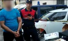 QARKULLONTE ME 2.7 MILION LEKË ME VETE/ Thika si stilolaps, armë dhe drogë, arrestohet 38-vjeçari