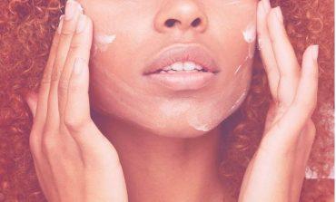 VAJZAT PO E DASHUROJNË/ Vetëm 60 sekonda ju duhen për ta patur fytyrën më të pastër se kurrë (FOTO)