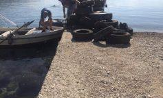 NISMA PËR TË SENSIBILIZUAR QYTETARËT/ Nxirren 500 goma nga thellësia e detit në Sarandë (FOTO)