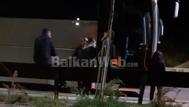 """""""JEMI TË TRAUMATIZUAR""""/ Fëmijët e kopshtit nga Kavaja nisen ekskursion në Pogradec, por shoferi i braktis se prishet autobusi"""