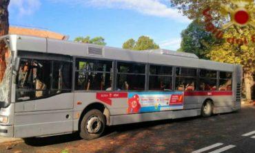 AKSIDENT I RËNDË/ 29 të plagosur, autobusi u përplas me...
