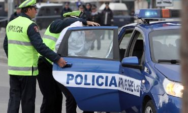 DROGË DHE ALKOOL/ Arrestohet 24-vjeçari nga Lushnja! Në pranga dhe dy të tjerë