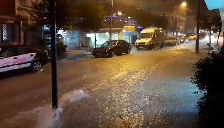 """SHI I DENDUR/ Disa zona në Vlorë dhe Sarandë """"notojnë"""" në ujë"""