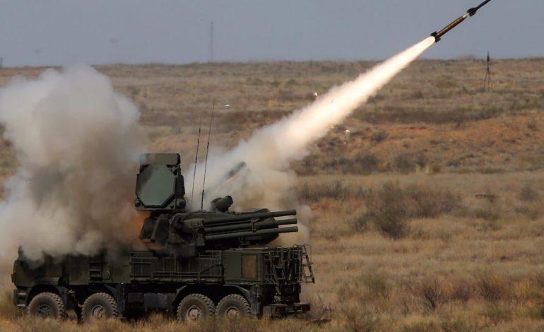 """""""ARMATOSJA DERI NË DHËMBË""""/ Vuçiç: Serbia po blen armë mbrojtëse nga rusët"""