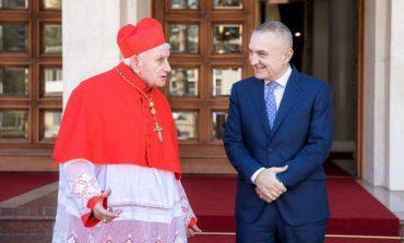 MESAZH PËR POLITIKËN/ Kardinali Troshani: Kur më burgosi Enveri, u luta t'ia ndriçojë mendjen…