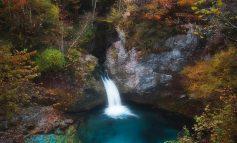 MREKULLITË E THETHIT/ Syri i kaltër një perlë e natyrës (FOTOT)