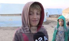"""""""NUK E DI KU ËSHTË BABI""""/ Historia tronditëse e 10-vjeçarit shqiptar në Siri, i cili endet prej 7 vitesh nëpër kampe (VIDEO)"""