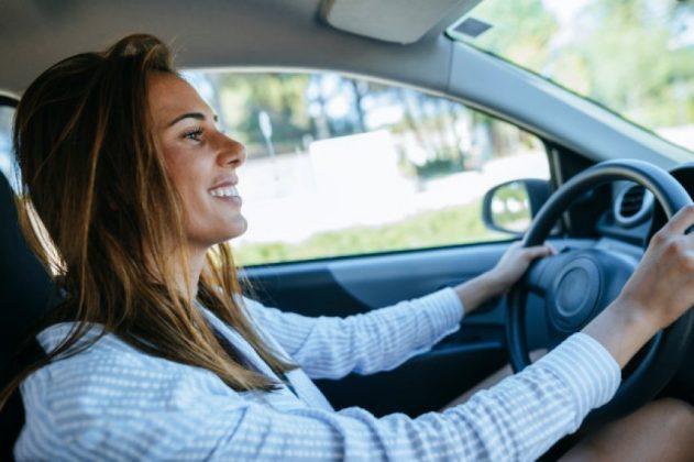 E VËRTETON STUDIMI/ Zbulohet arsyeja se përse gratë janë shofere më të mira se burrat
