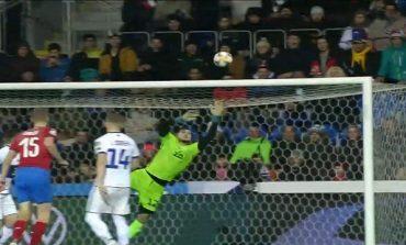 "ÇEKI-KOSOVË/ Pritje spektakolare nga Muric, portieri shpëton ""dardanët"" (VIDEO)"