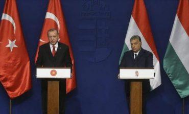 VIZITA NË HUNGARI/ Presidenti Erdogan kërcënon me hapjen e portave të Europës për emigrantët sirianë