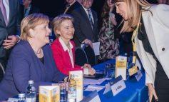 BREGU MERR PJESË NË MBLEDHJEN E PPE/ Shtrëngim duarsh me Merkel dhe Daul