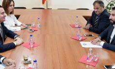 NEGOCIATAT PËR QEVERINË E RE TË KOSOVËS/ Një deputet i pakicës i bashkohet Vetëvendosjes