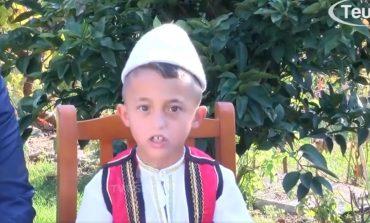 VIDEO PO BËHET VIRALE/ 7 vjeçari nga Lezha reciton 2800 vargje të Fishtës pa u ndalur