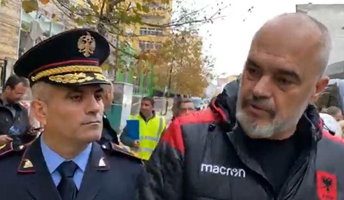 FRIKË NGA VJEDHJET/ Drejtori i Policisë qetëson banorët: Situata nën kontroll, policia dhe forca të FNSH janë në terren…