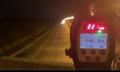 ÇMENDURI NË SAUK ME 221 KILOMETRA/h! Policia: Mos shpejto të arrish aksidentin (SHIKONI PAMJET)