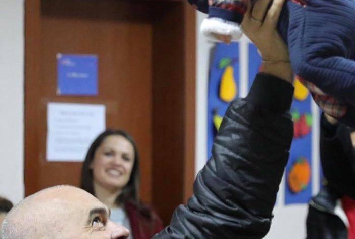 POSTON FOTON E ËMBËL/ Kryeministri Rama zbulon se ku e merr gjithë energjinë: O të bëj me qesh o ska