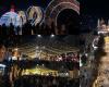 """ATMOSFERË FESTIVE NË QYTETIN E SERENATAVE/ Ndizen dritat """"magjike"""" të fundvitit në Korçë (FOTO)"""