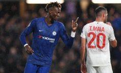 """CHAMPIONS/ Chelsea thyen mallkimin e """"Stamford Bridge"""", Valencia mposht holandezët"""
