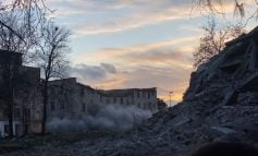 DALIN PAMJET/ Shembet me eksploziv konvikti në Kamëz, ishte dëmtuar nga tërmeti. Rama: Rindërtojmë një kompleks model