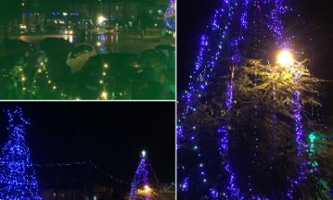DRITA KUDO NËPËR KUÇOVË/ Atmosfera festive ka mbërritur në çdo rrugicë