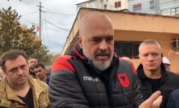 """""""KOSOVA SOLLI ZEMRËN, PO SHQIPËRIA...""""/ Rama REPLIKA të forta me qytetarët: Mos qaj hallin e këpucëve të mia se... (FOTO)"""