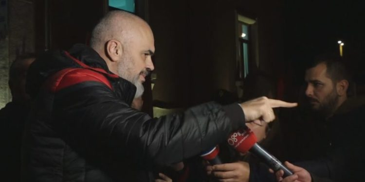 """""""EKIPET SHQIPTARE PA PAJISJE?"""" Rama–gazetares: Francezët thanë se Luani nga Vlora është rast për studim!"""