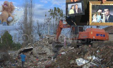 TËRMETI/ Me duar nën rrënojave, banorët e Thumanës kërkojnë fotot e persoave që kanë humbur jetën
