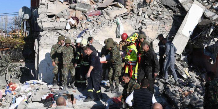 """DHURON TË GJITHA…""""/ Ndihmat për të prekurit e tërmetit, nisma e lushnjarit bën bujë në Itali"""